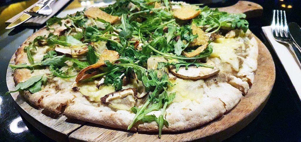 Vegan Restaurants in Granada pizza met truffel